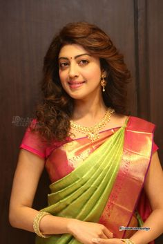 Pranitha-Subhash-during-VRK-Silks-Launch-at-Kukatpally-(18)