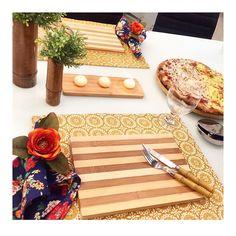 Domingo pede pizza e a sugestão é substituir pratos por tabuas... Escolhi uma listrada um charme!  #semanamesahits_listras #mesaposta #lardocemesa #lardocecasa #mesahits #tabledecor #olioliteam #pizza