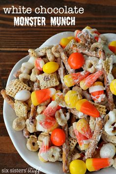 White Chocolate Monster Munch Chex Mix | Six Sisters' Stuff | Bloglovin