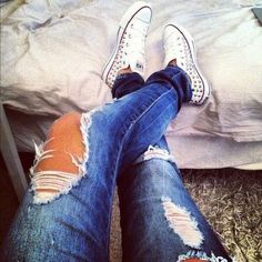 ripped jeans & chucks