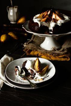 Tarta de Chocolate fundente, nata y peras