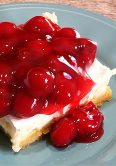Easy Homemade Cheesecake ~ With a crust made from boxed cake mix and a topping that's made with your choice of fruit pie filling, this cheesecake is both easy and delicious! Mini Cheesecake Cupcakes, How To Make Cheesecake, Homemade Cheesecake, Mini Cheesecakes, Cheesecake Recipes, Classic Cheesecake, Cheesecake Bars, Just Desserts, Delicious Desserts