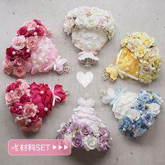 手作りウェルカムボードにお花のミニドレスを手作りしませんか。かわいいドレスがウェルカムコーナーをよりかわいくしてくれます。 Flower Crafts, Diy Flowers, Paper Flowers, Handkerchief Crafts, Ribbon Decorations, Shops, Flower Circle, Color Meanings, Types Of Craft