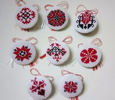 Mirela Mohjazi Handmade Martisoare cusute in punct romanesc Folk Embroidery, Beaded Embroidery, Cross Stitch Designs, Cross Stitch Patterns, International Craft, Palestinian Embroidery, Mini Cross Stitch, Fabric Jewelry, Cross Stitching