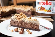 Nutella-Schoko-Käsekuchen mit Haselnuss-Streuseln Nutella chocolate cheesecake with hazelnut sprinkles Nutella Recipes, Cheesecake Recipes, Yummy Treats, Sweet Treats, Yummy Food, Cupcakes, Cake Cookies, Cake & Co, Best Chocolate