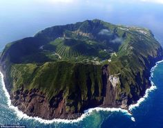 The settlement of Aogashima in the Philippine Sea, has 200 inhabitants who live in the middle of a volcanic crater