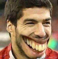 Napastnik Barcelony otrzymał nową szczękę od dentysty • Luis Suarez cieszy się jak koń • Śmieszne fotki w piłce nożnej • Zobacz >> #football #soccer #sports #pilkanozna #funny #suarez #memes