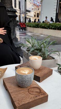 تويتر Aesthetic Coffee, Aesthetic Food, Iphone Wallpaper Tumblr Aesthetic, Wallpaper Iphone Cute, Coffee Girl, Coffee Love, Pop Art Collage, Moonlight Photography, Girly Images