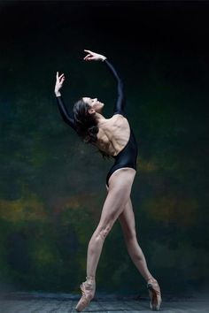 Beauty in ballet : Photo Ballet Body, Ballet Art, Ballet Dancers, Ballerinas, Ballerina Body, Dancers Body, Dance Photography Poses, Dance Poses, Ballerina Photography