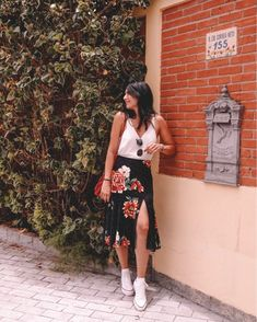 autumn date outfit Chic Outfits, Spring Outfits, Trendy Outfits, Fashion Outfits, Boho Fashion, Fashion Looks, Womens Fashion, Florida Outfits, Skirt And Sneakers