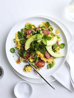 California Scramble Recipe This California scramble is a quick and easy vegetarian meal for one - try for breakfast, brunch or a quick midweek meal Avocado Recipes, Egg Recipes, Cooking Recipes, Plum Recipes, Quick And Easy Breakfast, Breakfast For Kids, Breakfast Ideas, Vegetarian Recipes Easy, Healthy Recipes