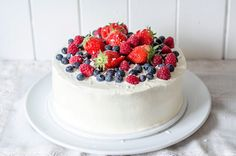 Cup and Cakes: Mai kake med Créme Fraiche og friske bær Norwegian Food, Norwegian Recipes, Creme Fraiche, Holidays And Events, Norway, Food And Drink, Sweets, Healthy Recipes, Meals