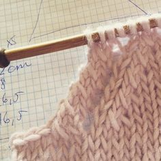 Circular Knitting Needles, Knitting Stitches, Free Knitting, Baby Knitting, Sweater Knitting Patterns, Knitting Designs, Soy Woolly, Knitting Dolls Clothes, Stitch Witchery