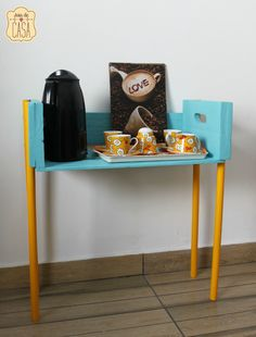 Joias da Casa: mesinha com caixote e cabos de vassoura | www.joiadecasa.com.br