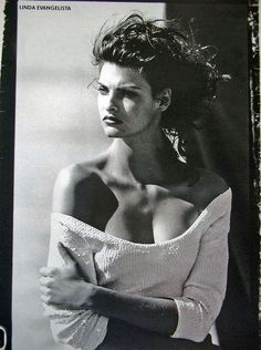 Linda Evangelista | Photography by Peter Lindbergh | Vogue Magazine UK | August 1988.