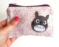 Small Totoro pouch with purple flowers fabric Hayao Miyazaki, Studio Ghibli, Purple Flowers, Fabric Flowers, Totoro Nursery, Kawaii Diy, Diy Backpack, Ghibli Movies, Felt Embroidery