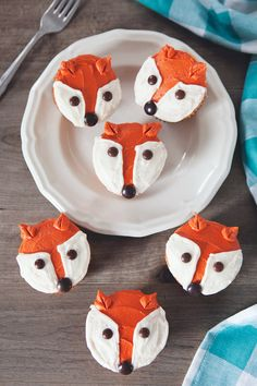 Five Minute Fox Cupcakes - Cupcake Baby Shower Ideen Halloween Cupcakes, Mini Cakes, Cupcake Cakes, Cupcake Party, Fox Cake, Woodland Baby, Cute Food, Cupcake Recipes, Let Them Eat Cake