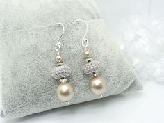"""Boucles d'oreilles en Argent 925, perle nacrée Swarovski """" Platinium """" Perle strass zirconium en laiton argenté Rhodié : Boucles d'oreille par madely"""