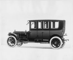 1912 Packard 6 double-compartment brougham, 6-cylinder, 48-horsepower, 139-inch wheelbase.