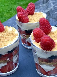 Zomerse toetjes met mascarpone slagroom - Heerlijke Happen Fruit Trifle, Trifle Desserts, Diner Recipes, Snack Recipes, Dessert Recipes, Yummy Treats, Delicious Desserts, Tapas, Low Carp