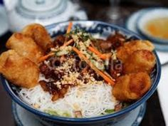 Recette de cuisine Marmiton : une recette Vietnamese Recipes, Asian Recipes, Ethnic Recipes, Bo Bun, Viet Food, Good Food, Yummy Food, Asian Cooking, Recipes From Heaven