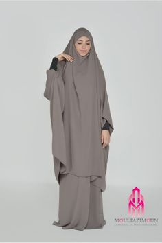 Islamic jilbab and hijab, website of reference in clothes for the muslim woman, high-range and cheap jilbab ! Overhead jilbab and saudi jilbab. Girl Hijab, Hijab Outfit, Habits Musulmans, Niqab Fashion, Muslim Women Fashion, Abaya Designs, Hijab Fashion Inspiration, Muslim Dress, Quince Dresses