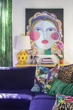 2018 pantone color of the year, pantone color of the year 2018, colorful living room with bright purple sofa, emerald green, eclectic interior, pantone ultra violet, bright purple, dark purple, violet