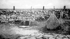 Old Photograph Well Of The Dead Culloden Battlefield, Scotland. This is the spot where many of the wounded Clansmen crawled to die. Fraser Clan, Inverness Shire, Scottish People, Scottish Culture, My Family History, My Heritage, Outlander, Old Photos, Castles
