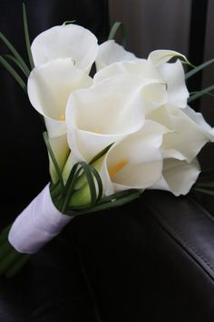 love Calla Lillies, my bouquet....Simple and lovely