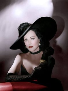 "Hedy Lamarr Parfois un chapeau fera toute la différence / Sometimes a hat make the difference … ""The Heavenly Body"" Alexander Hall Hollywood Stars, Old Hollywood Glamour, Golden Age Of Hollywood, Vintage Hollywood, Classic Hollywood, 50s Vintage, Classic Actresses, Hollywood Actresses, Beautiful Actresses"