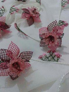 37 Needle Lace Writing Headscarf Towel Edge Model You Will Admire - Stickerei Ideen Bobbin Lace Patterns, Crochet Patterns, Needle Tatting Tutorial, Point Lace, Brazilian Embroidery, Lace Jewelry, Needle Lace, Knit Picks, Lace Making