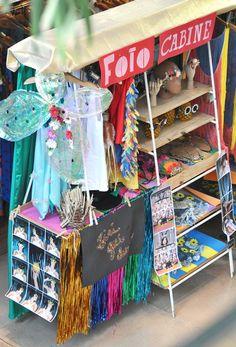 as equipes de visual merchandising e produção de moda botaram o bloco na rua, quer dizer, na loja. vem ver todas as fantasias e os acessórios que a gente criou nesta coleção de carnaval.
