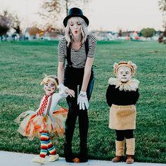 Family Halloween Costume Ideas | JAMIE ERICKSEN Circus Halloween Costumes, Homemade Halloween Costumes, Halloween Costume Contest, Halloween Kostüm, Costume Ideas, Zombie Costumes, Halloween Couples, Group Halloween, Women Halloween