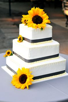 wedding cake with sunflowers