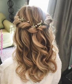 Prom hair, bridesmaid hair ve hair styles. Prom Hairstyles For Long Hair, Flower Girl Hairstyles, Down Hairstyles, Indian Hairstyles, Curly Bridesmaid Hairstyles, Hairstyle Wedding, Updo Hairstyle, Curled Hairstyles For Medium Hair, Hairstyle Ideas