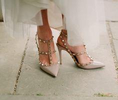 Zapatos de novia:tachuelas que enamoran