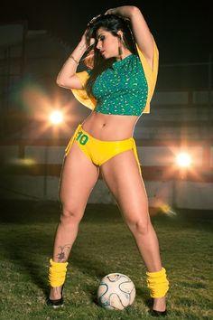 Bianca Leão - Modelo, Musa do Brasileirão 2011, Rainha de Bateria da Porto da Pedra e Rainha da União da Ilha