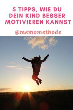 Was ist eigentlich Motivation? Du kannst es auch Antriebskraft nennen, also die Gründe, warum du dich mit etwas beschäftigst. Am effektivsten lernt ein Kind, wenn es von sich selbst aus etwas lernen möchte. Dies nennt man auch primäre Motivation. Primäre Motivation wäre also der Spaß an einem Lerninhalt, die sekundäre Motivation die Hoffnung auf gute Noten. #memomethode #Motivation #lernerfolg #kindermotivieren #memofindet #motivationschallenge #challenge Challenge, Motivation, Movie Posters, Movies, Blog, School Routines, Too Busy, Tips And Tricks, Knowledge