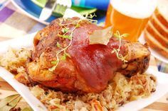 Oktoberfest na tanjuru: Pečena svinjska koljenica - Volim meso Slow Cooker Pork, Slow Cooker Recipes, Cooking Recipes, Serbian Recipes, Czech Recipes, Beer Recipes, Lamb Recipes, Schweinshaxe Rezept, Best German Food
