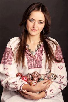 Pysanka Artist Chrystyna Gevko. #Ukrainian #embroidery #shirt #beauty #Ukrainian etno #Ukrainian folk #Украинская #вышивка #Вышиванка #Українська #вишивка #Вишиванка #Ukrainian beauty, Україночка, Украинка.