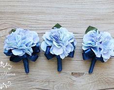 Hydrangea Boutonniere royal blue ribbon, Rustic Buttonhole, Royal Blue Wedding, … – Bouquet Of Sunflowers Boutonnieres, Hydrangea Boutonniere, Blue Boutonniere, Prom Flowers, Rustic Wedding Flowers, Wedding Flower Arrangements, Blue Flowers, Corsage Wedding, Wedding Bouquets