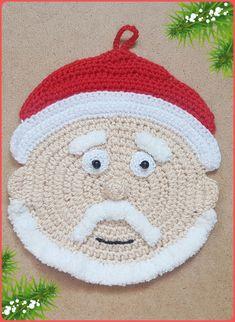 Crochet Christmas Santa Wall Hangings Ideas For 2019 Santa Decorations, Crochet Christmas Decorations, Crochet Decoration, Crochet Home Decor, Table Decorations, Crochet Santa, Holiday Crochet, Crochet Gifts, Father Christmas