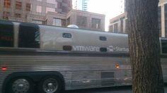 Impresionante O:) Autobuses llenos de emprendedores para presentar sus startups en #SXSW