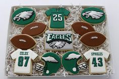 philadelphia eagles fan gift Shared by Career Path Design. Iced Cookies, Cute Cookies, Royal Icing Cookies, Cupcake Cookies, Sugar Cookies, Holiday Cookies, Football Cookies, Football Apps, Cookie Designs