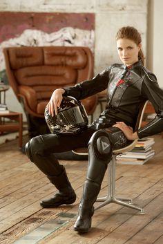 ALESSIA PIOVAN FOR DAINESE LIV.ON progetta e realizza una linea completa di prodotti professionali per la cura e la protezione dell'abbigliamento motociclistico in pelle. www.liv-on.it
