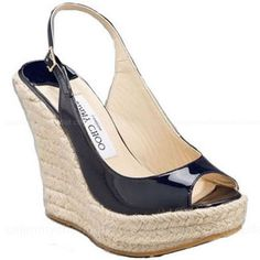 Plus size fashion: Wedge sandals are way more flattering and much more comfortable than a slim heel. Plus, they go with everything!