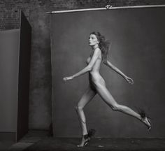 The latest tips and news on Vogue US are on Daria Werbowy Gallery. On Daria Werbowy Gallery you will find everything you need on Vogue US. Annie Leibovitz Photos, Annie Leibovitz Photography, Daria Werbowy, Nude Photography, Black And White Photography, Fashion Photography, Photography Projects, People Photography, Editorial Photography