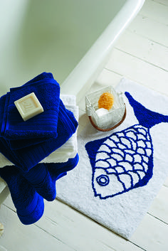 Who could resist this charming fish bathmat?