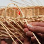 Newspaper Basket, Newspaper Crafts, Paper Weaving, Hand Weaving, Pine Needle Crafts, Basket Weaving Patterns, Willow Weaving, Basket Crafts, In Natura