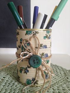 Here are 16 awesome ideas for diy Christmas decorations. Some of the material I got from a dollar tree store. Tin Can Crafts, Diy Crafts To Sell, Home Crafts, Arts And Crafts, Painted Tin Cans, Painted Clay Pots, Recycled Decor, Recycled Crafts, Tin Can Centerpieces